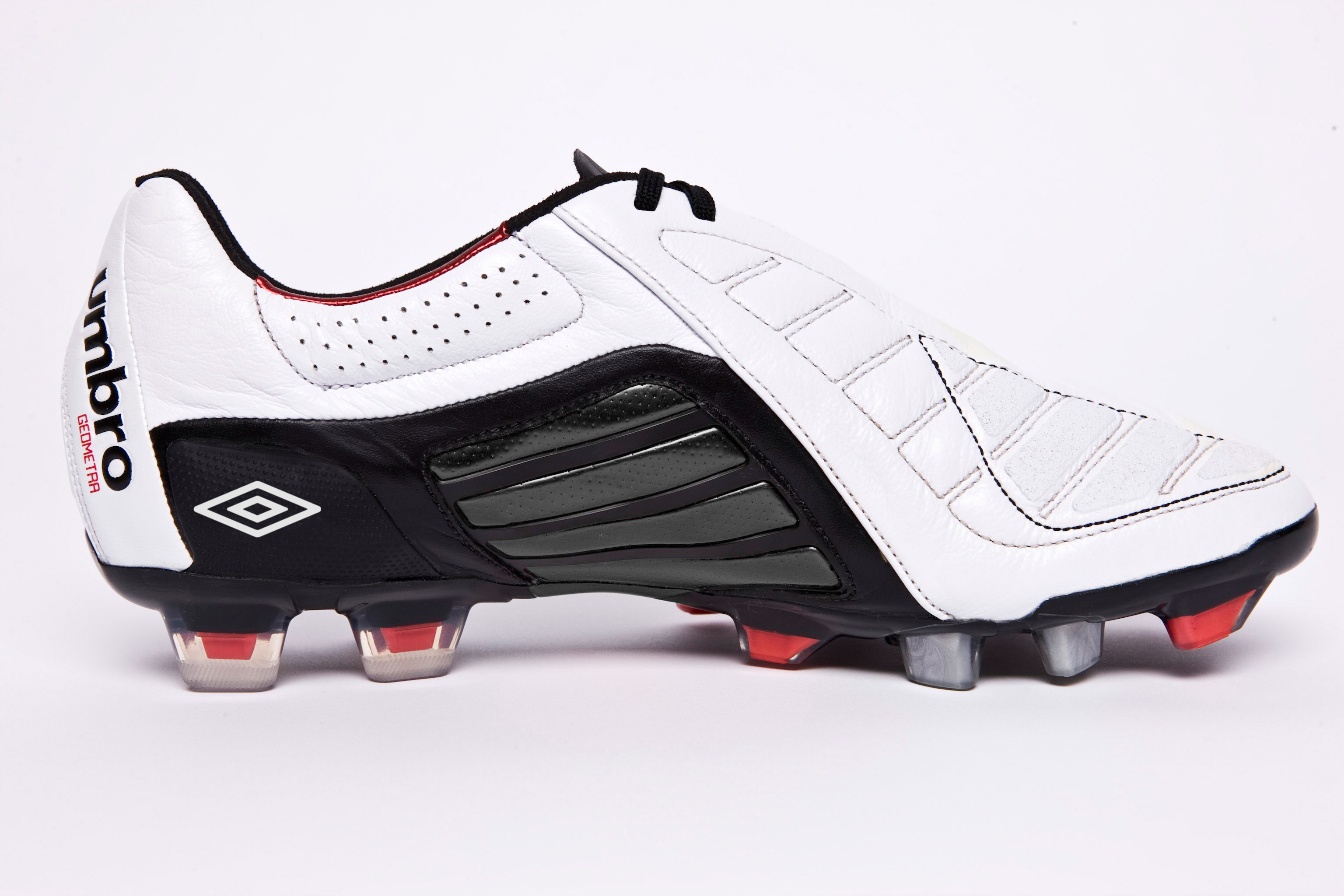 buy online 320e6 8d6c6 Football boot release  Umbro Geometra Pro – SportLocker