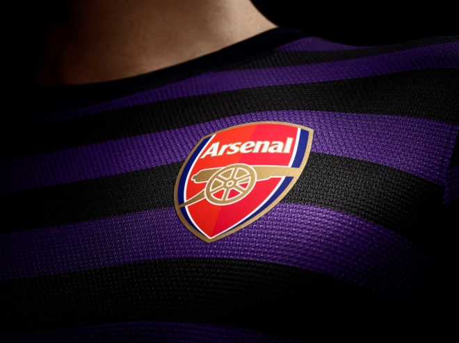 Fa12_Authentic_Arsenal_A_Crest_SM_R