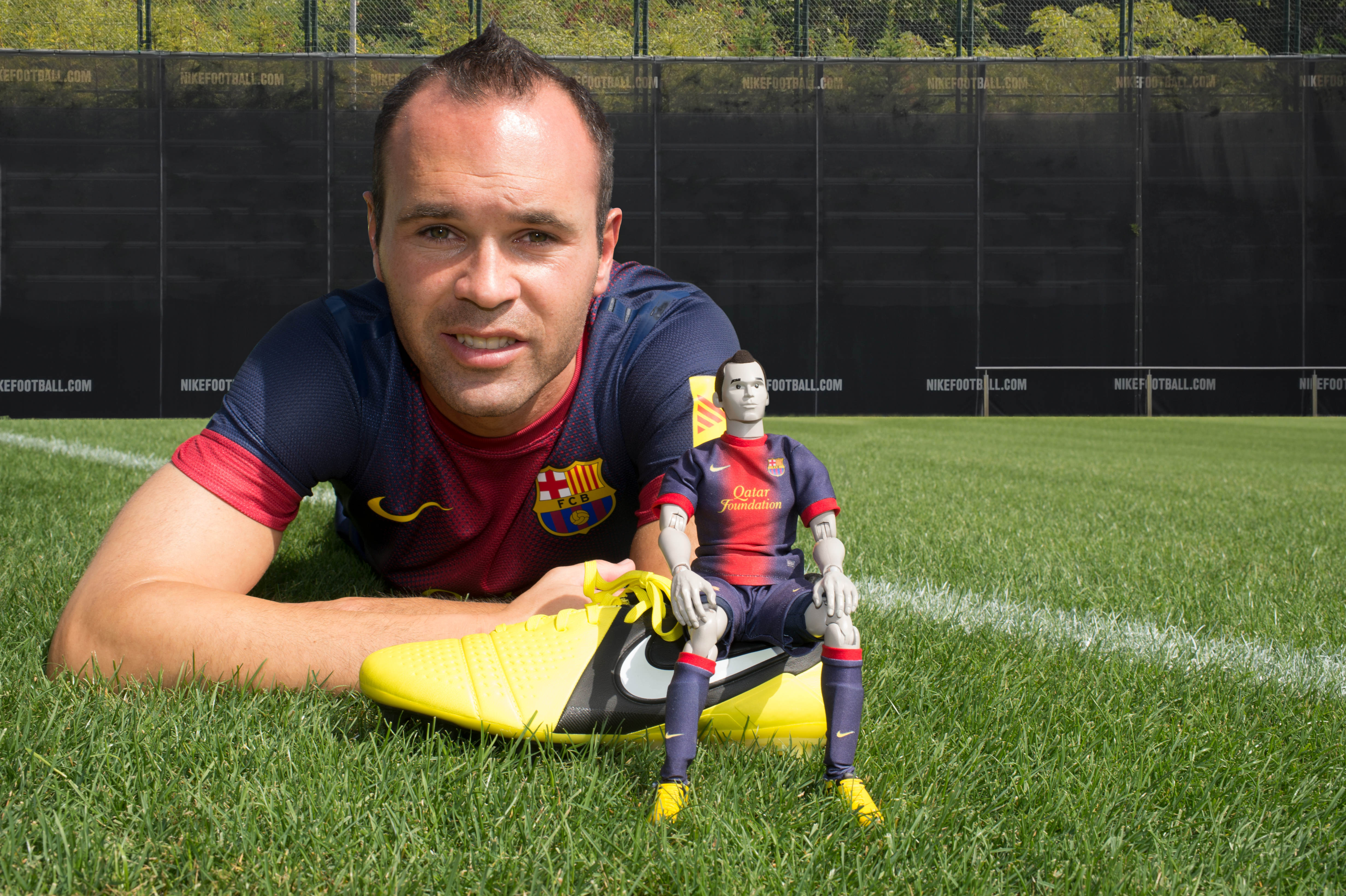 Circunferencia tiburón director  Sport-locker.net interview with Andres Iniesta! – SportLocker