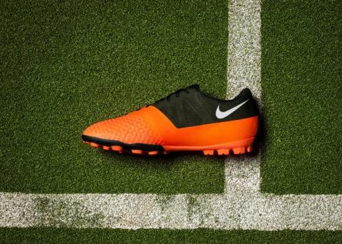 Nike_Bomba_Finale_II_Medial_18056