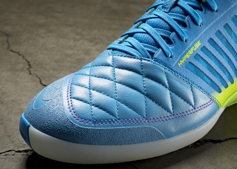 Nike_Lunargato_II_Detail_Toe_18078