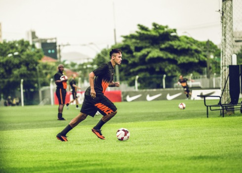 Fa13_FB_TR_Neymar_Action_1_CMYK_large