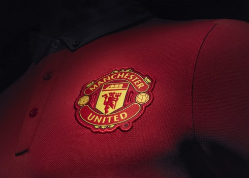 Fa13_FB_ClubKits_ManU_Authentic_Home_CREST_0221_20562