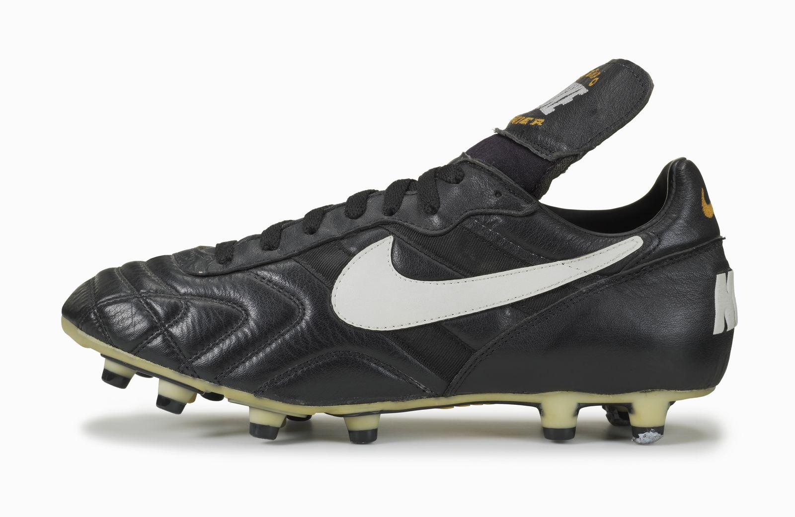 e463aa1805c0b Football boot release  Nike Premier – SportLocker