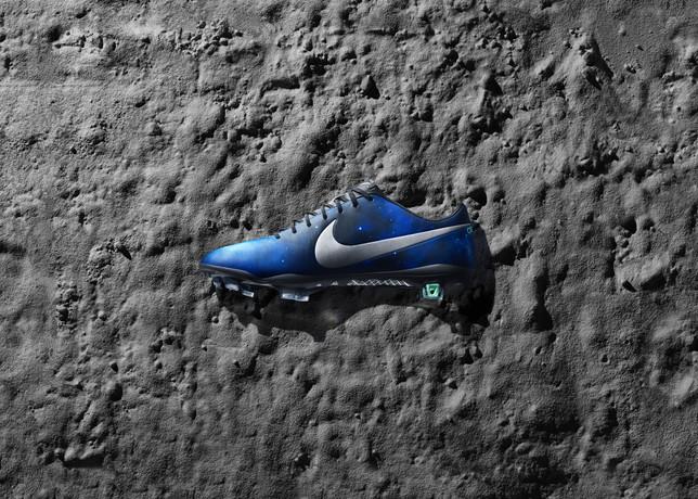 cd3e50640 Cristiano Ronaldo s new  Galaxy  football boots – Nike Mercurial IX ...