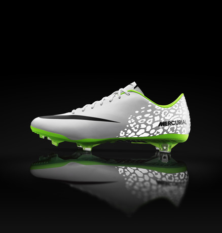 Global_Football_MercurialVapor_OnBlack_26178