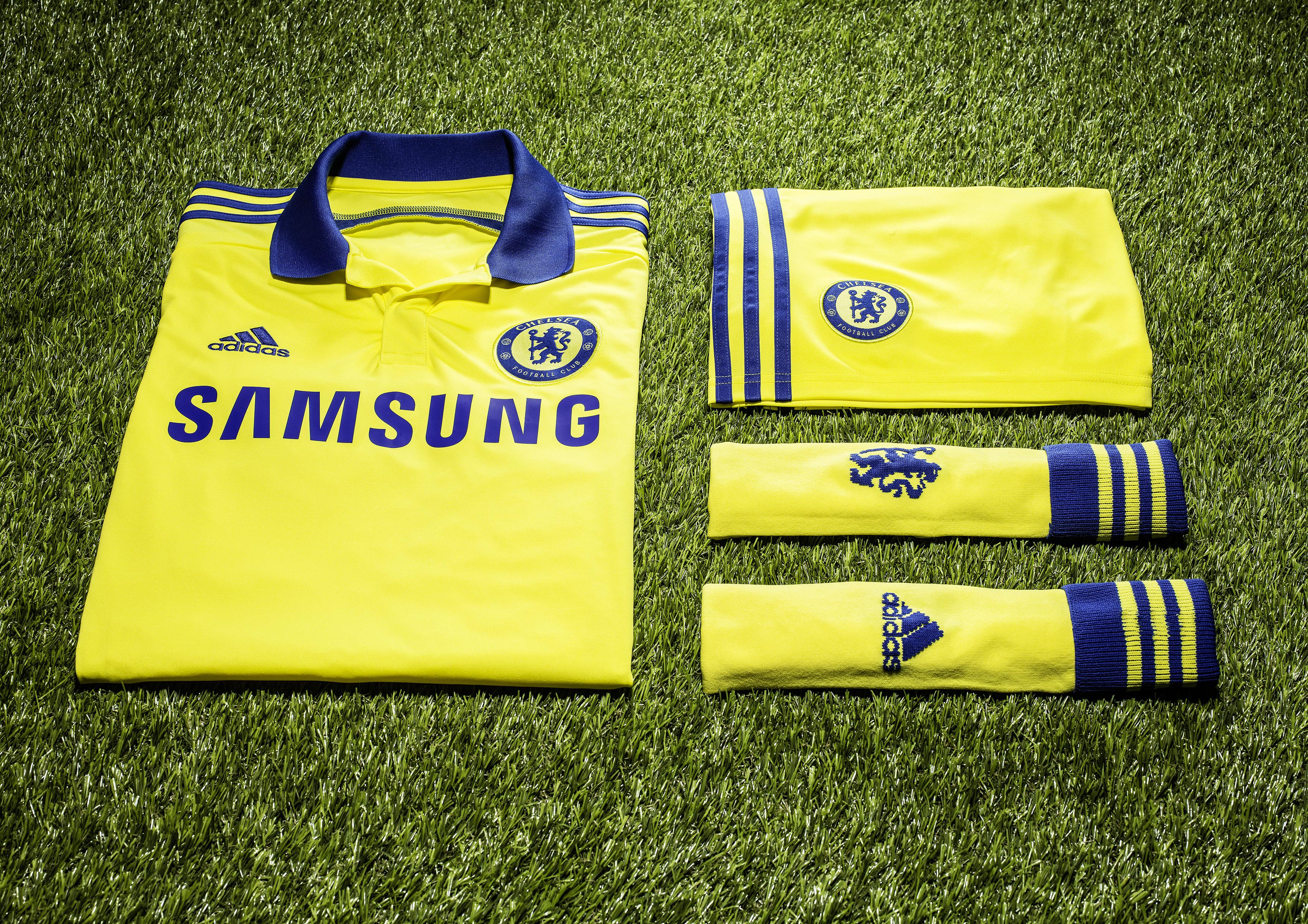 Chelsea FC away on turf · ADI032 CFC 14-15 Kit Launch 1x1 OSCAR AWAY 140408 b787edf2a