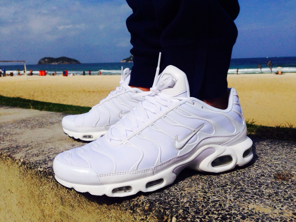 how to clean white tns