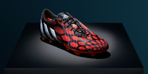 Adidas_Football_Predator_Instinct_Plinth_PR_2x1_03