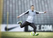 SP15_FB_Iniesta_Action_001_v2_36550