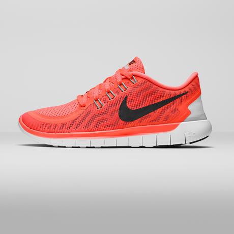 SU15_W_NikeFree_5_0_Lateral_Square_39368