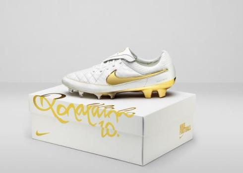 Nike_Football_Ronaldino_Tiempo_Gold_BOX_hero_44689