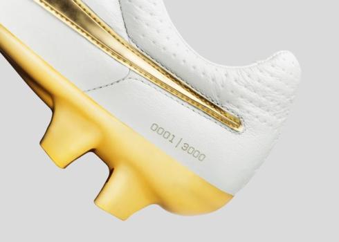Nike_Football_Ronaldino_Tiempo_Gold_DET_09_44690