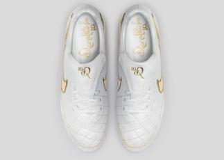 Nike_Football_Ronaldino_Tiempo_Gold_TOP_44680