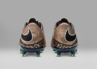 SP16_FB_LIQUID_CHROME_HYPERVENOM_PHINISH_FG_749901_903_F_49926